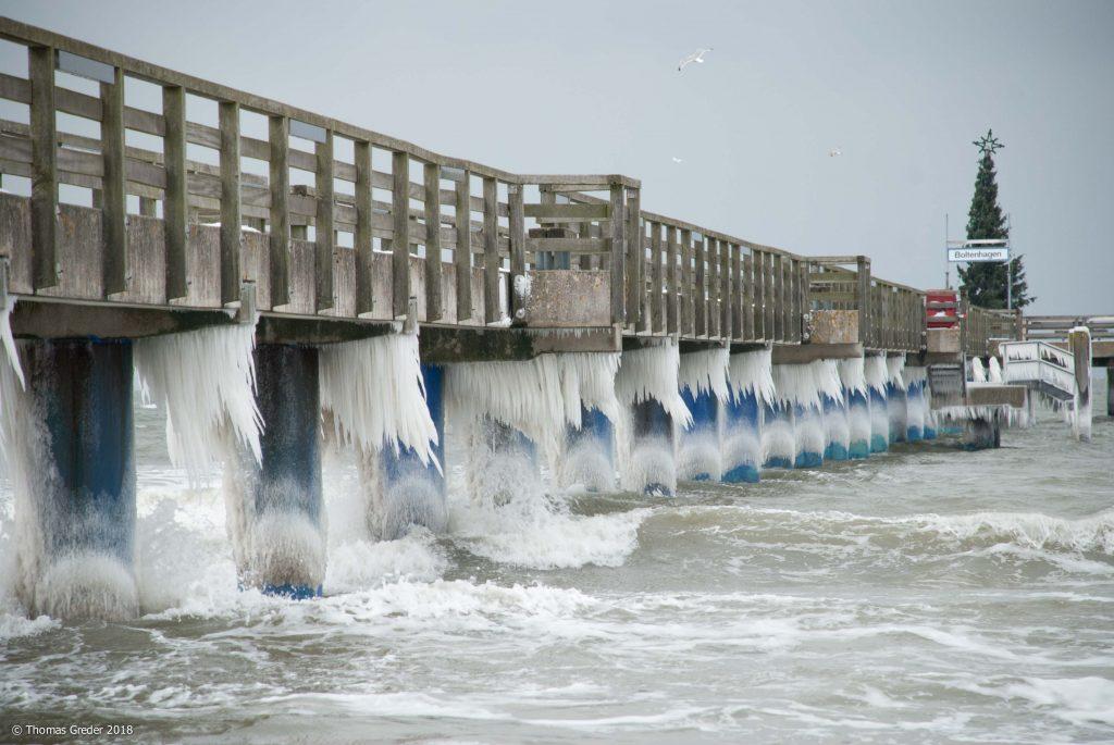 Seebrücke mit Eiszapfen 2010